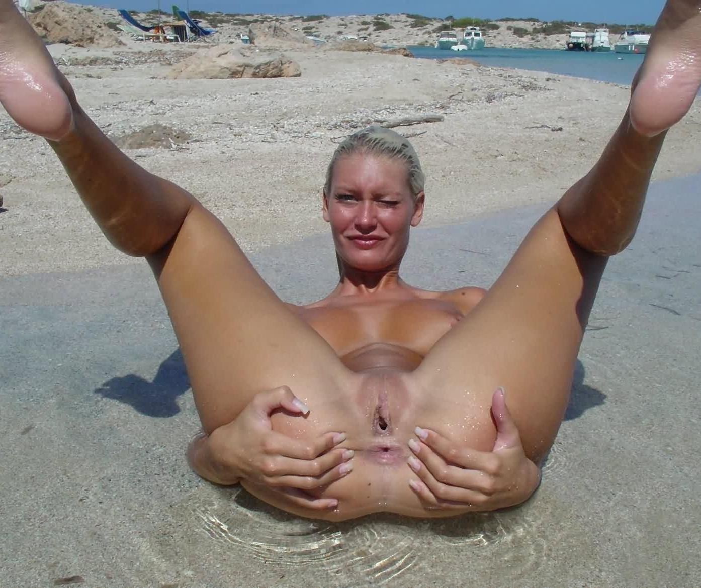 Смотреть фотки про голых мужчин на пляже толстушки 27 фотография